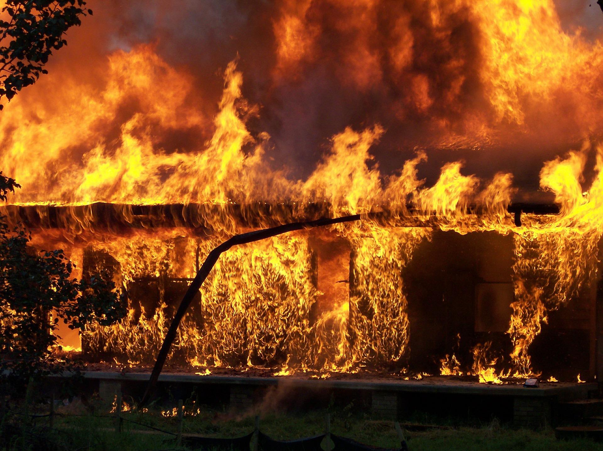 10 pasos a seguir para usar un extintor en caso de emergencia
